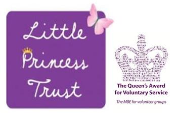 """Prix de la petite princesse Trust Queen's Belgravia Centre """"width ="""" 350 """"height ="""" 226 """"/> </h3> <h3> Vogue écrivain inspiré </h3> <p> Le soutien de Ghd pour Little Princess Trust couvre une campagne qui se déroulera jusqu'à la fin du mois d'octobre, et déjà un écrivain de Vogue a été inspiré à """"couper son menton"""". </p> <p> En rapport sur le site web de Vogue.com, l'écrivain Lottie Winter explique comment elle avait longtemps fantasmé à propos de couper ses cheveux longs à un style beaucoup plus court, mais n'a jamais eu le courage de le faire. """"Mais la semaine dernière,"""" écrit-elle, """"une incitation philanthropique de Ghd qui s'est associée à Little Princess Trust, m'a inspiré à couper spontanément."""" </p> <p> Et les résultats semblent si bons qu'ils sont sûrs d'encourager une armée d'autres donateurs. Espérons qu'ils vont inonder les salons participants offrant des coupures gratuites dans tout le pays le 21 septembre pour une fête nationale Ghd et Little Princess Trust 'Chop To Your Chin'. </p> <p> The Little Princess Trust est une charité brillamment pro-active qui <strong> s'adresse aux garçons </strong> ainsi que les filles, à travers sa division Hero by LPT, et <strong> Belgravia </strong> est fière d'être un Partisan. </p> <hr class="""