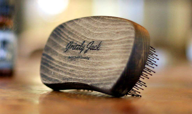 "grizzly jack beard brush ""width ="" 640 ""height ="" 380 ""srcset ="" https://coiffure-romanyck.fr/wp-content/uploads/2019/01/grizzly-jack-beard-brush.jpg 640w, https: / /beardresource.com/wp-content/uploads/2018/11/grizzly-jack-beard-brush-300x178.jpg 300w ""tailles ="" (largeur maximale: 640 pixels), 100vw, 640 pixels"