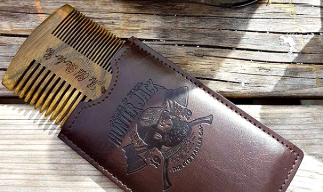 "peigne et pochette de chasseur-barbe ""width ="" 640 ""height ="" 380 ""srcset ="" https://beardresource.com/wp-content/uploads/2018/11/hunter-jack-beard-comb-and-pouch. jpg 640w, https://beardresource.com/wp-content/uploads/2018/11/hunter-jack-beard-comb-and-pouch-300x178.jpg 300w ""tailles ="" (largeur maximale: 640 pixels), 640px"