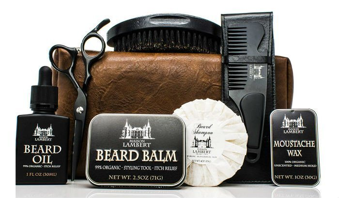 "kit de barbe maison ultime black ""width ="" 700 ""height ="" 410 ""srcset ="" https://beardresource.com/wp-content/uploads/2019/01/maison-lambert-ultimate-beard-kit-black. jpg 700w, https://beardresource.com/wp-content/uploads/2019/01/maison-lambert-ultimate-beard-kit-black-300x176.jpg 300w, https://beardresource.com/wp-content/ uploads / 2019/01 / maison-lambert-ultimate-barbe-kit-noir-696x408.jpg 696w ""tailles ="" (largeur maximale: 700px) 100vw, 700px"