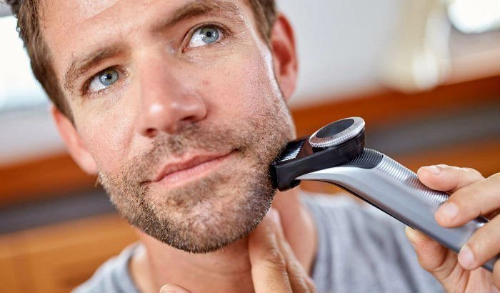 "philips oneblade pro barbe trimmer ""width ="" 700 ""height ="" 410 ""srcset ="" https://coiffure-romanyck.fr/wp-content/uploads/2019/03/philips-oneblade-pro-beard-trimmer.jpg 700w, https://beardresource.com/wp-content/uploads/2018/12/philips-oneblade-pro-beard-trimmer-300x176.jpg 300w, https://beardresource.com/wp-content/uploads/2018/12 /philips-oneblade-pro-beard-trimmer-696x408.jpg 696w ""tailles ="" (largeur maximale: 700px) 100vw, 700px"
