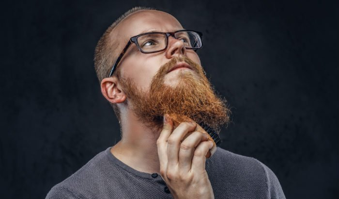 """brosse à barbe et poils au gingembre """"width ="""" 700 """"height ="""" 410 """"srcset ="""" https://beardresource.com/wp-content/uploads/2019/04/beard-brush-and-ginger-facial-hair. jpg 700w, https://beardresource.com/wp-content/uploads/2019/04/beard-brush-and-ginger-facial-hair-300x176.jpg 300w, https://beardresource.com/wp-content/ téléchargements / 2019/04 / barbe-brosse-et-gingembre-poil-facial-696x408.jpg 696w """"tailles ="""" (largeur maximale: 700px) 100vw, 700px"""