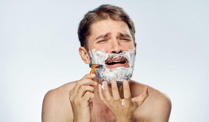 "homme rasant sa barbe ""width ="" 700 ""height ="" 410 ""srcset ="" https://coiffure-romanyck.fr/wp-content/uploads/2019/04/man-shaving-his-beard.jpg 700w, https: / /beardresource.com/wp-content/uploads/2019/04/man-shaving-his-beard-300x176.jpg 300w, https://beardresource.com/wp-content/uploads/2019/04/man-shaving- his-beard-696x408.jpg 696w ""tailles ="" (largeur maximale: 700px) 100vw, 700px"