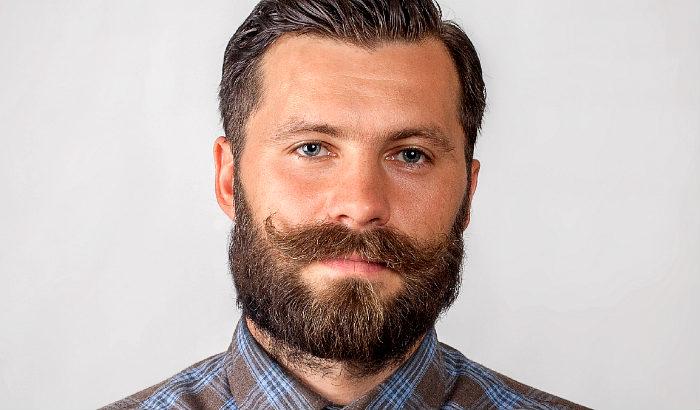 épaisse moustache hongroise avec barbe en boîte