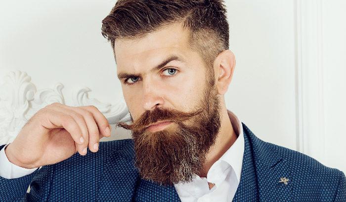 large moustache hongroise avec barbe